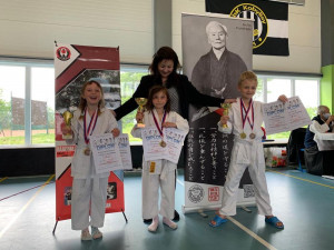 Damai di Hati: Jsme oddíl tradičního karate a taichi. Uchopte s námi sílu svého těla a získejte vnitřní mír