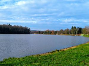 Kvalita vody na jihu Čech se zhoršuje. U Podolska na Orlíku trvá zákaz koupání