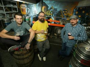 Nechtěli jsme být dalším pivovarem se středověkým letopočtem v erbu, říkají zakladatelé futuristického pivovaru Clock
