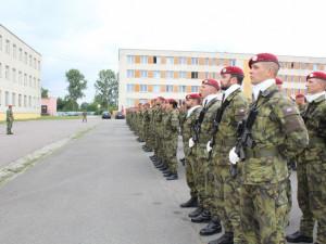 O vstup do armády je zatím větší zájem než loni
