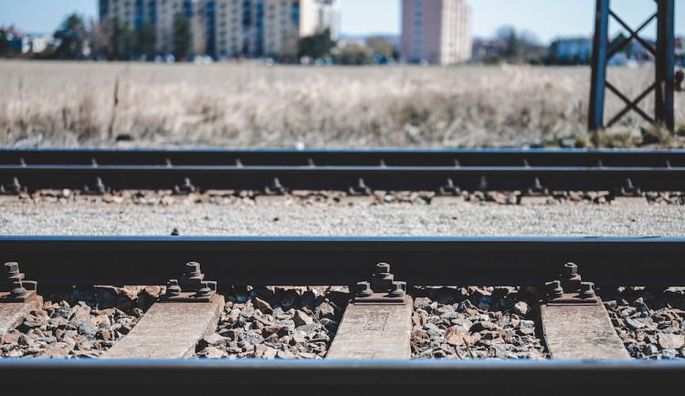 Vlak na Táborsku usmrtil dělníka pracujícího na trati