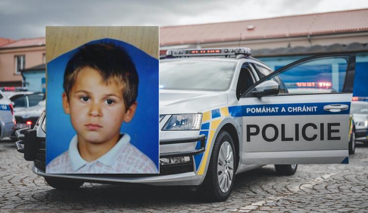 Policie pátrá po dvanáctiletém chlapci. Odjel od babičky na kole, od té doby o něm neví