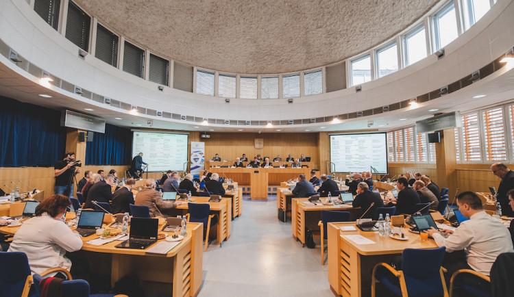 Krajské zastupitelstvo se kvůli karanténě radních přesouvá