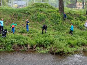 Dobrovolníci budou o víkendu uklízet Česko. Hlavním tématem Celosvětového úklidového dne jsou cigaretové nedopalky