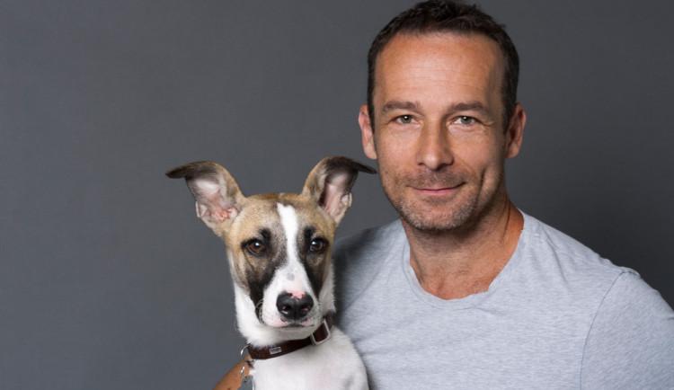 Chci napsat už jen jednu knihu, a nebude o psech, říká Filip Rožek, autor knihy Gump