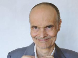 Usmívejte se na lidi, ale třeba i na věci, přírodu nebo svojisnídani, říká psychiatr Karel Nešpor