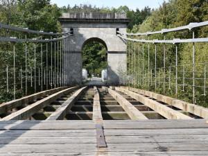 Chorvatský dub a teflonové šrouby. Začala oprava Stádleckého mostu