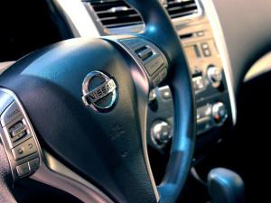 Z autobazaru v Budějcích někdo ukradl Nissan X-Trail. Po zloději pátrá policie