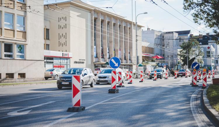 Na konci měsíce čekají Senovážné náměstí uzavírky. Dva víkendy přes něj řidiči neprojedou