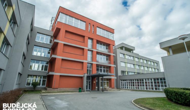 Prachatická nemocnice uzavírá provoz několika oddělení
