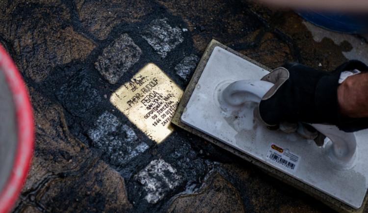 V Budějcích připomíná oběti holokaustu pět kamenů zmizelých
