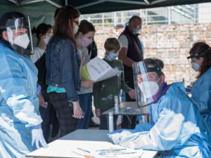 Více než tisíc pozitivních testů za den na jihu Čech. Nyní už jen obtížně kontrolujeme komunitní šíření, říká hygiena