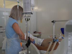 Do jihočeských nemocnic nastoupila stovka studentů. Pomáhat budou na několika odděleních