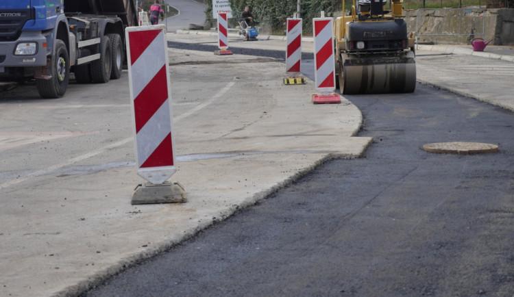 Hlavní silnici na Krumlov čeká oprava. Stát bude necelých 10 milionů korun