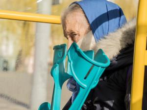 V domovech pro seniory se na koronavirus začne testovat ve středu. Výsledky testů budou známy do 15 minut