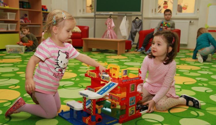 Zvažte umisťování dětí do školek, vyzývají města. Koronavirus uzavřel několik zařízení v kraji