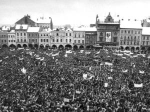 LISTOPAD 1989: Zhroucení komunistického systému a 50 tisíc lidí na náměstí v Budějcích