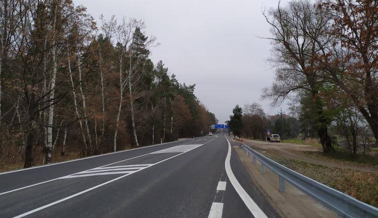 Silnice u Štilce je opravená. Práce vyšly na necelých 10 milionů korun