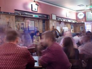 Rozvolnění zaplnilo restaurace. Některé jsou plné, jiné lákají hosty na akce
