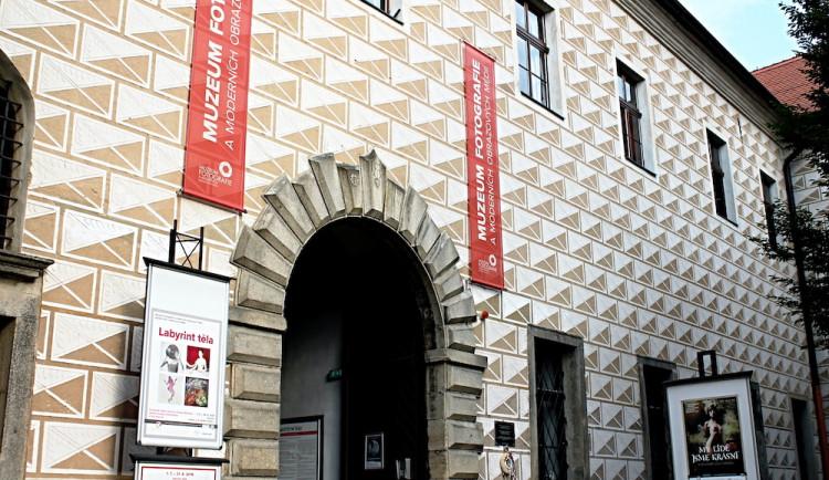 Muzeum fotografie a moderních obrazových médií a Dům gobelínů, kulturních tradic a řemesel v Jindřichově Hradci znovu otevřely své brány veřejnosti