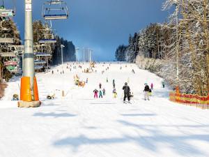 Skiareál Lipno zahájil sezonu. V provozu je přes pět kilometrů tratí