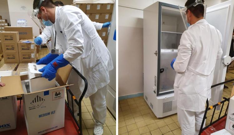 První očkovací vakcíny proti onemocnění covid-19 dorazí na jih Čech na Silvestra