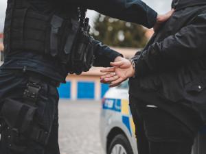 Kriminalita v Česku letos mírně klesla. Důvodem může být omezení volného pohybu