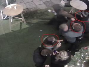 Policie řeší rvačku v centru města. Hledá svědky