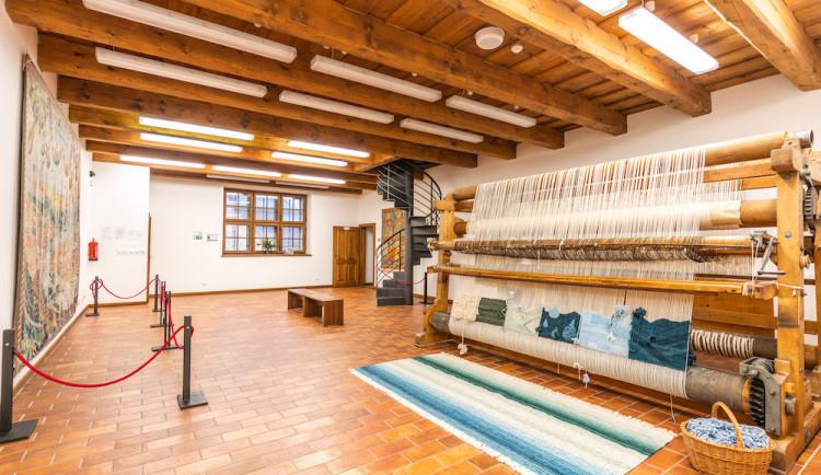 Jindřichův Hradec má vzdělávací a kulturní centrum. Najdete v něm hvězdárnu, muzeum fotografie nebo dům gobelínů