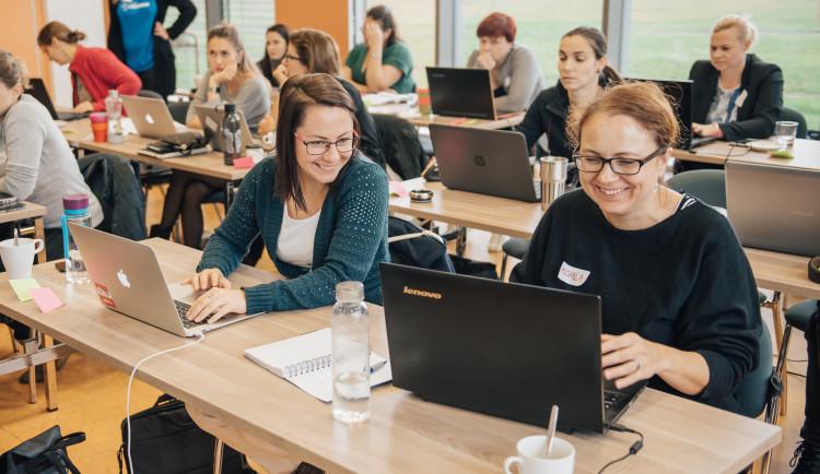Třicítka žen se naučí programovat weby. Získejte stipendium a buďte u toho