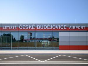 Budějcké letiště loni zaznamenalo nejvíc vzletů a přistání. Areál využívají hlavně letecké školy