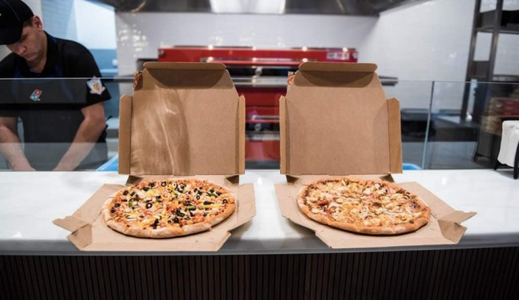 PRŮZKUM: Jídlo si z restaurací nyní objednává šest z deseti Čechů