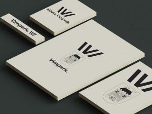 """Vimperk představil novou vizuální identitu. Logu dominuje písmeno """"V"""" připomínající otevřenou knihu"""