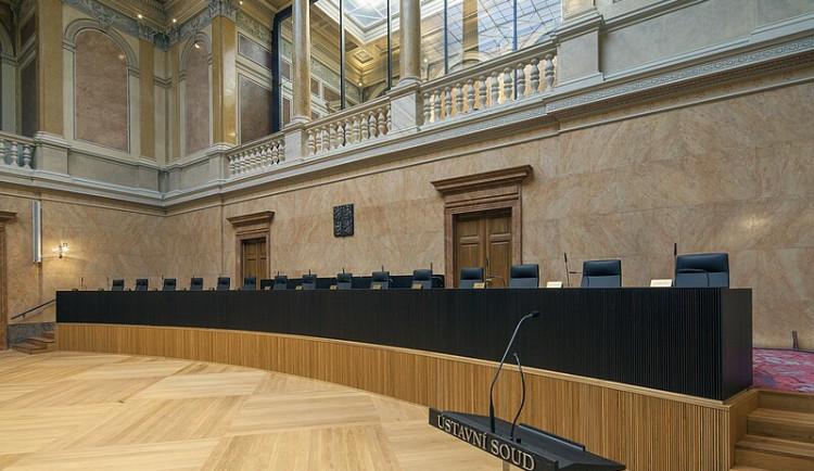 Ústavní soud zrušil omezení zakazující maloobchodní prodej a služby