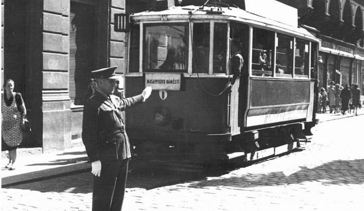 Jedna jezdí pomalu, druhá langsam. Od ukončení tramvajové dopravy v Budějcích dnes uplynulo 71 let