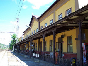 Správa železnic začala rekonstruovat výpravní budovu v Písku. Vrátí se její historický vzhled