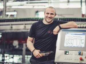 Budvar hledá nové kolegy. Elektromechanik si přijde na nadstandardní mzdu, bonusy a náborový příspěvek 30 tisíc korun