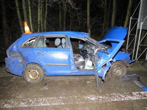 Další tragická nehoda na jihu Čech. Řidič nepřežil náraz do stromu, spolujezdec skončil v nemocnici