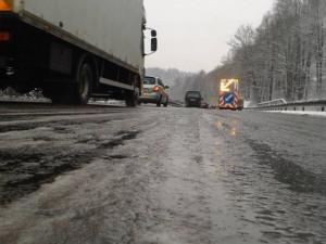 Kvůli havárii kamionu je neprůjezdný hlavní tah na Kaplici