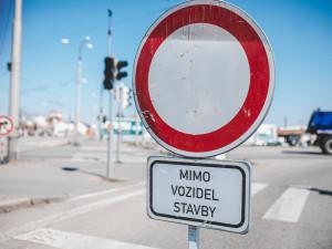 DOPRAVNÍ INFO: Opravy silnic, mostu a stavba dálnice přinesou na jaře v kraji řadu uzavírek