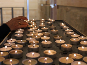 Dnes je Bílá sobota, připomínka uložení Krista do hrobu