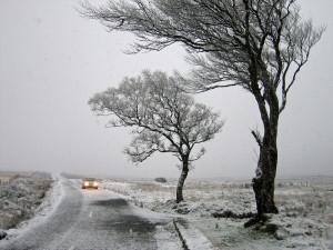 Pondělí bude velmi větrné a přinese sníh, varují meteorologové