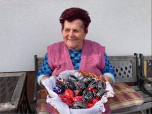 Marie Jakubíčková už téměř 80 let vytváří škrábáním unikátní kraslice