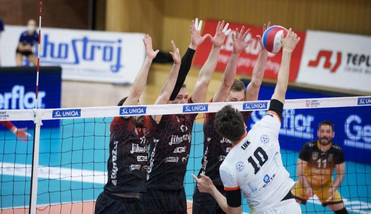 Jihostroj padl i v druhém finálovém zápase. Série se přesouvá do Karlových Varů