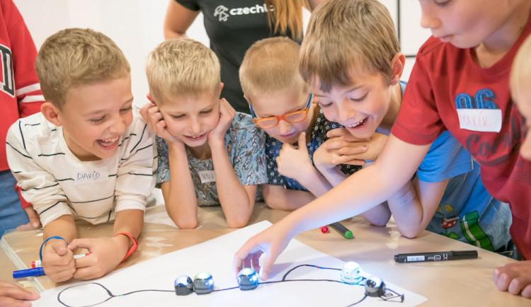 Robotí invaze míří do Budějc. Czechitas spouští registrace na příměstské (nejen) IT tábory pro děti