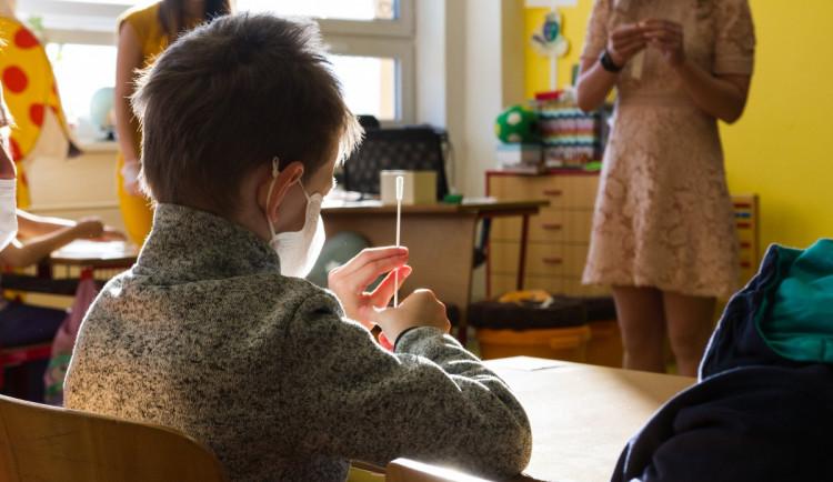 Z téměř 60 tisíc testů v jihočeských školách je pozitivních minimum