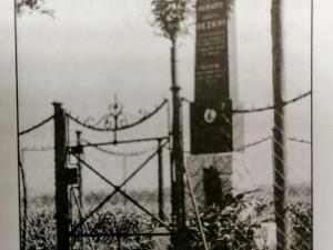 Na Branišovskou se vrátí pomník parašutisty. Připomíná tragický seskok z roku 1923