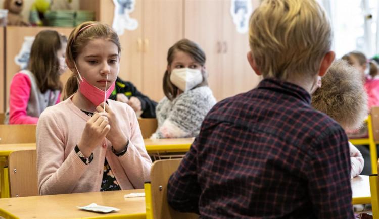 Hejtmani odmítají, aby si kraje a školy zajišťovaly testy pro školáky