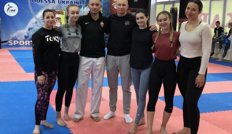 Závodnice z TJ Karate České Budějovice zabodovaly na kempu na Ukrajině. Přivezly medaile