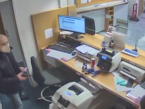 Kriminalisté dopadli muže, který měl přepadnout banku v Linci. Čtyřicetiletý Čech je ve vazbě
